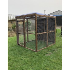 2 fully boarded panels, 5 mesh panels, 1 door and 2 clear waterproof roof 6ft x 6ft 16G